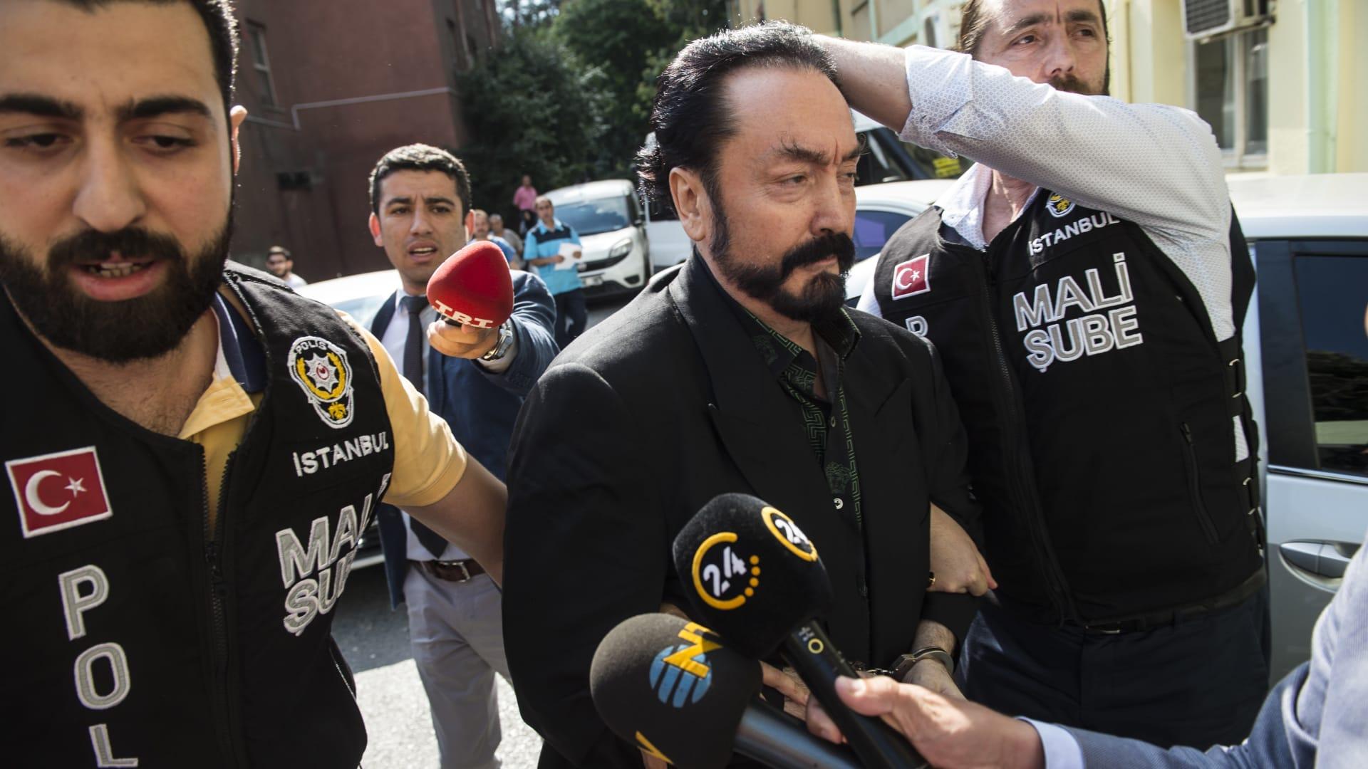 صورة أرشيفية لعدنان أوكتار خلال اعتقاله العام 2018