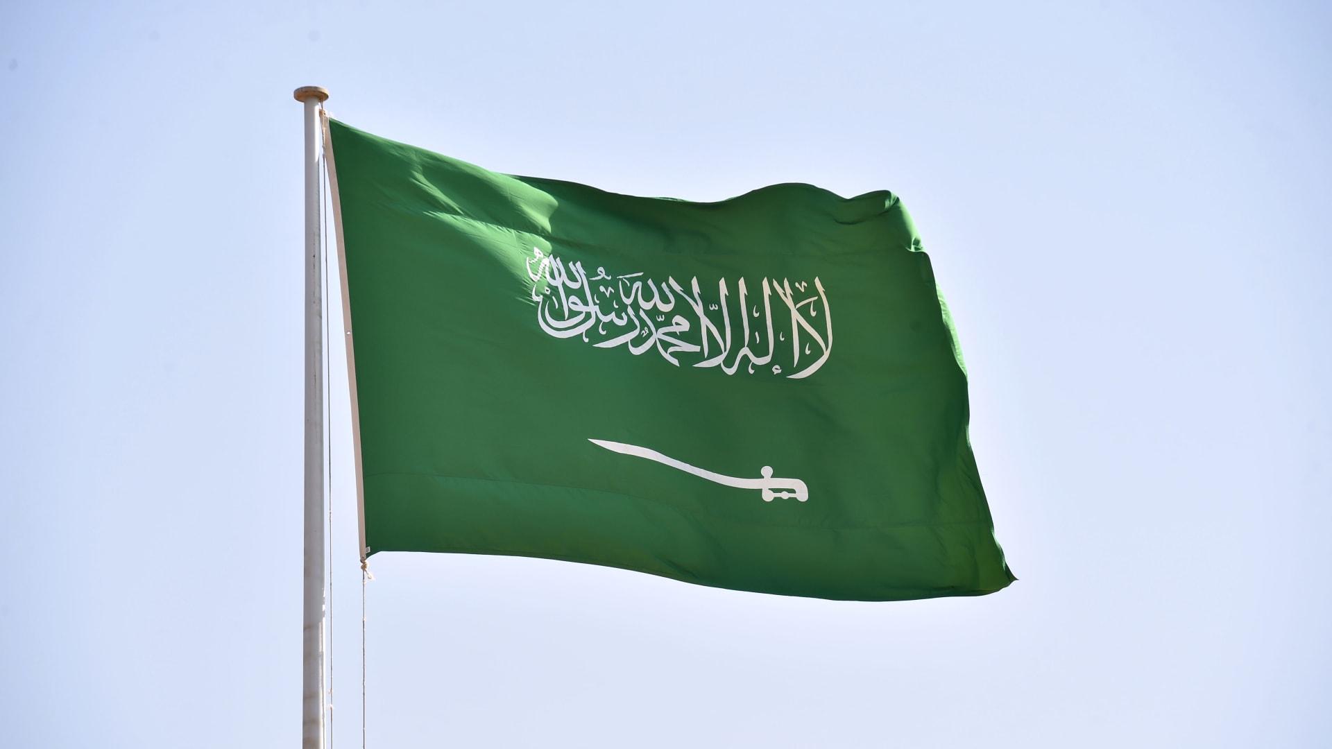 صورة تم التقاطها في 22 سبتمبر 2020 تظهر العلم الوطني السعودي في الرياض.
