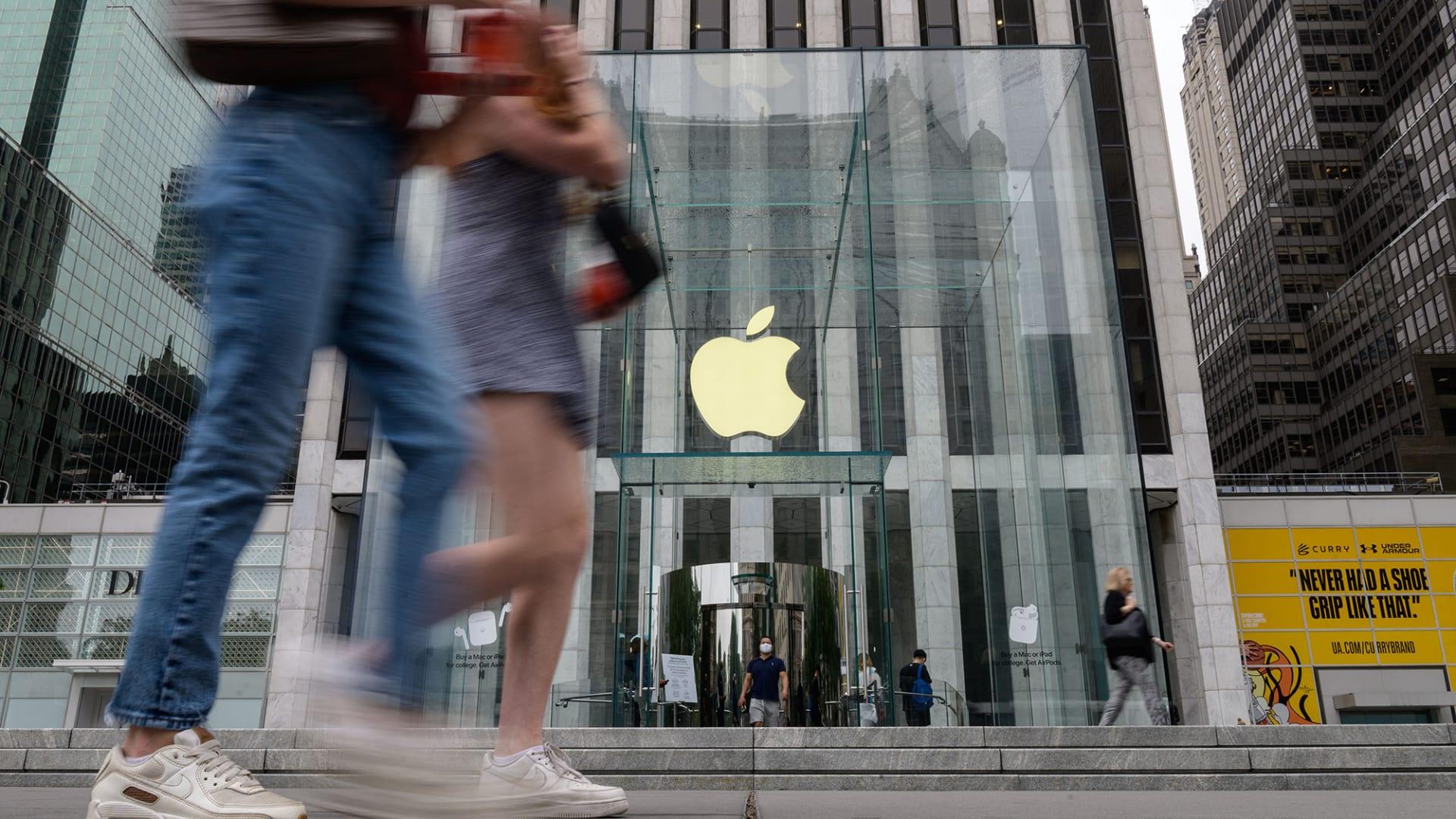 """بين """"فيس تايم"""" ومحفظة آبل.. هذه آخر تحديثات نظام تشغيل آبل iOS 15"""