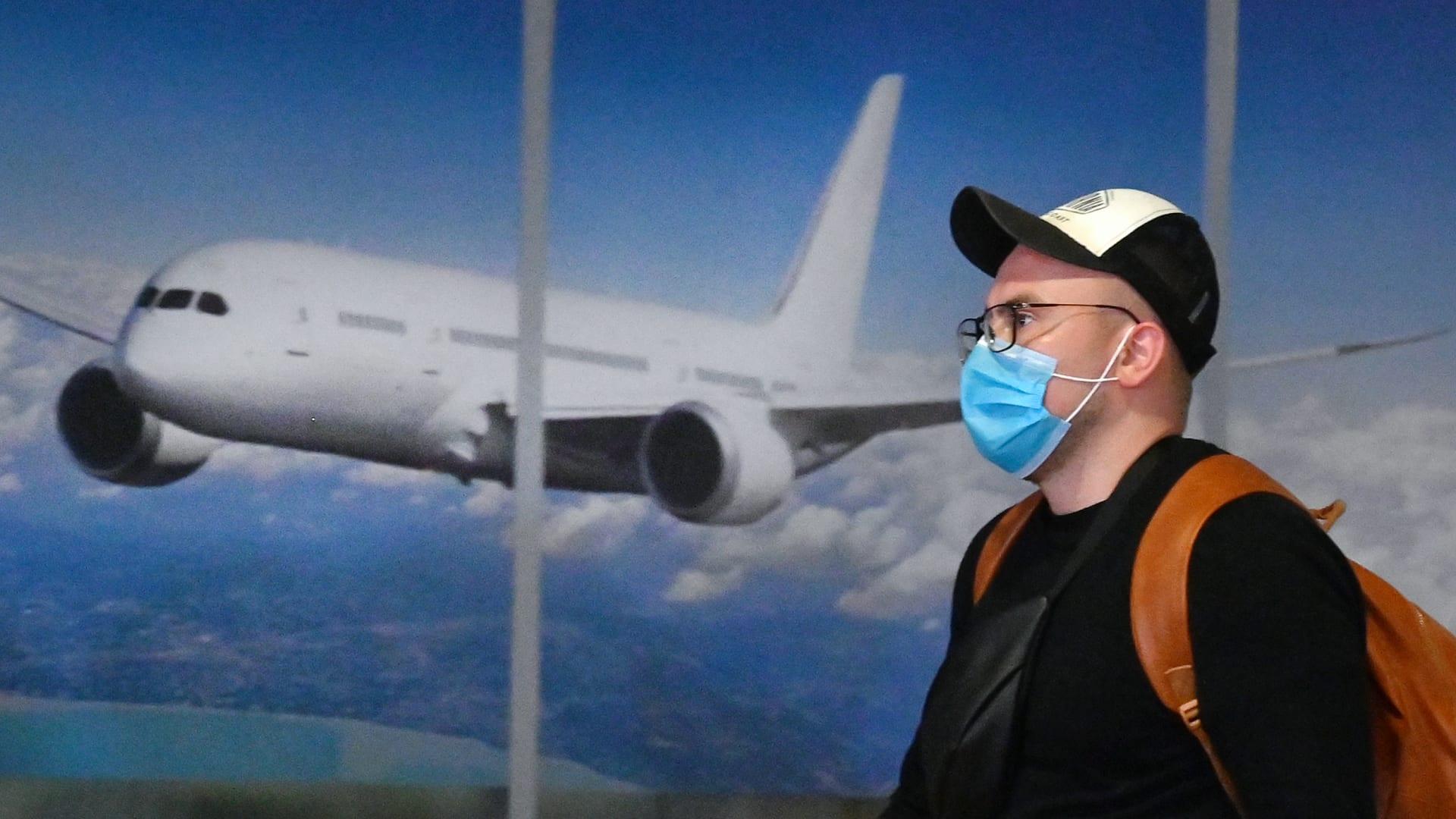 كيف أثر متغير دلتا على أداء رحلات الطيران؟