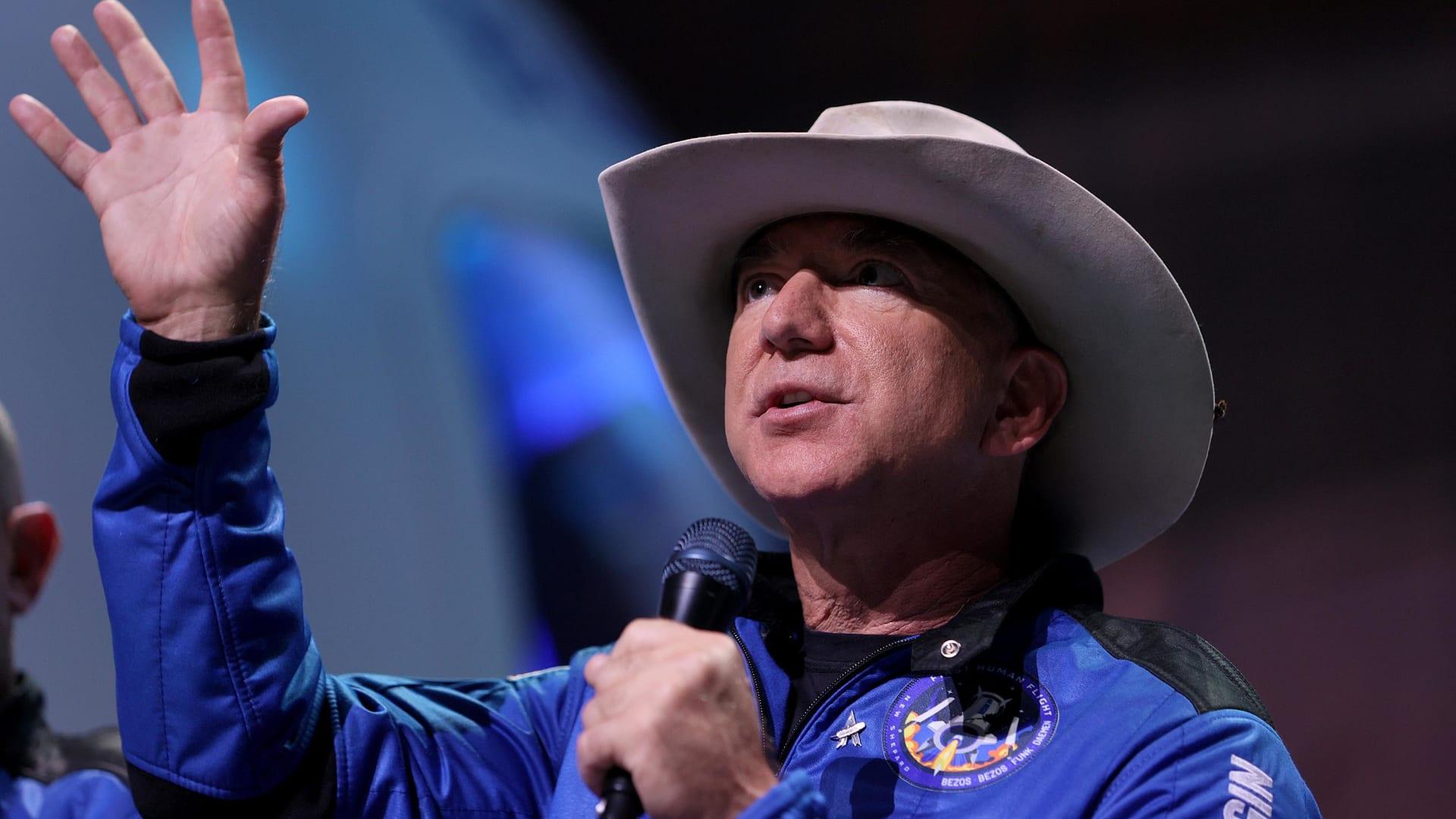 """جيف بيزوس يعرض 2 مليار دولار على ناسا لإعادة """"بلو أوريجين"""" إلى سباق القمر"""