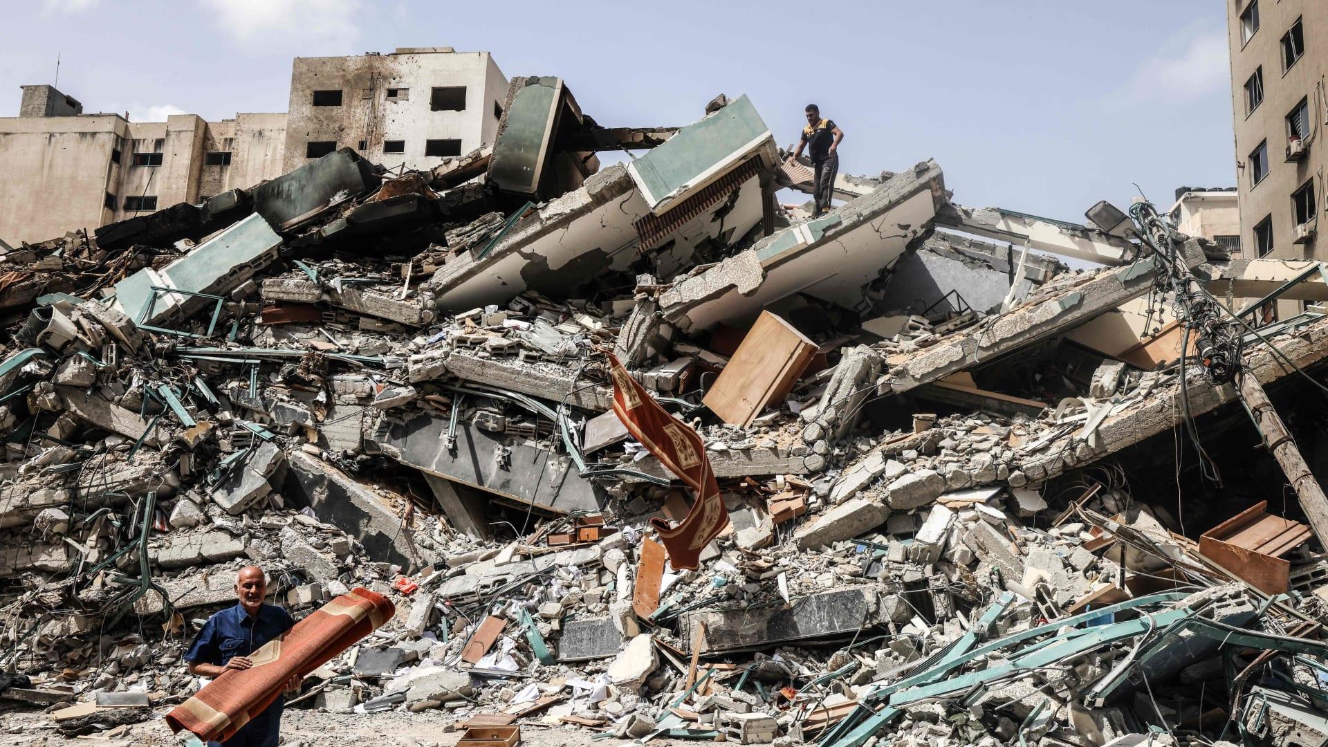 """إسرائيل تكشف تفاصيل عن استهداف """"برج الجلاء"""" في غزة.. وسفيرها يلتقي ممثلي """"أسوشيتد برس"""""""