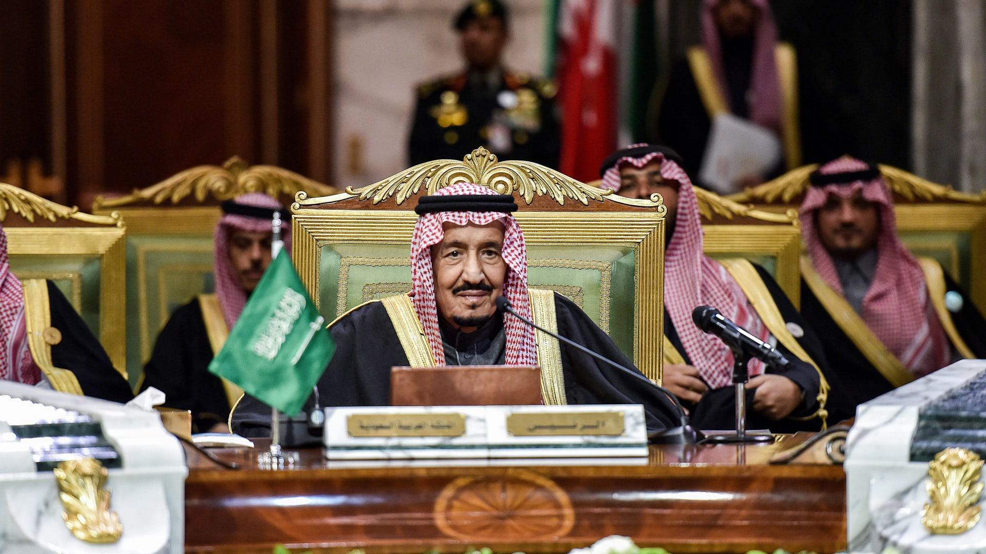 عاهل السعودية: إيران دولة جارة ونأمل أن تؤدي المحادثات بيننا إلى بناء الثقة والتعاون