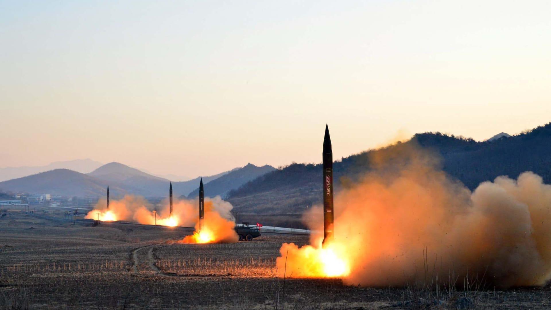 صورة إطلاق صاروخي غير مؤرخة نشرتها وكالة الأنباء المركزية الكورية الشمالية في 7 مارس 2017