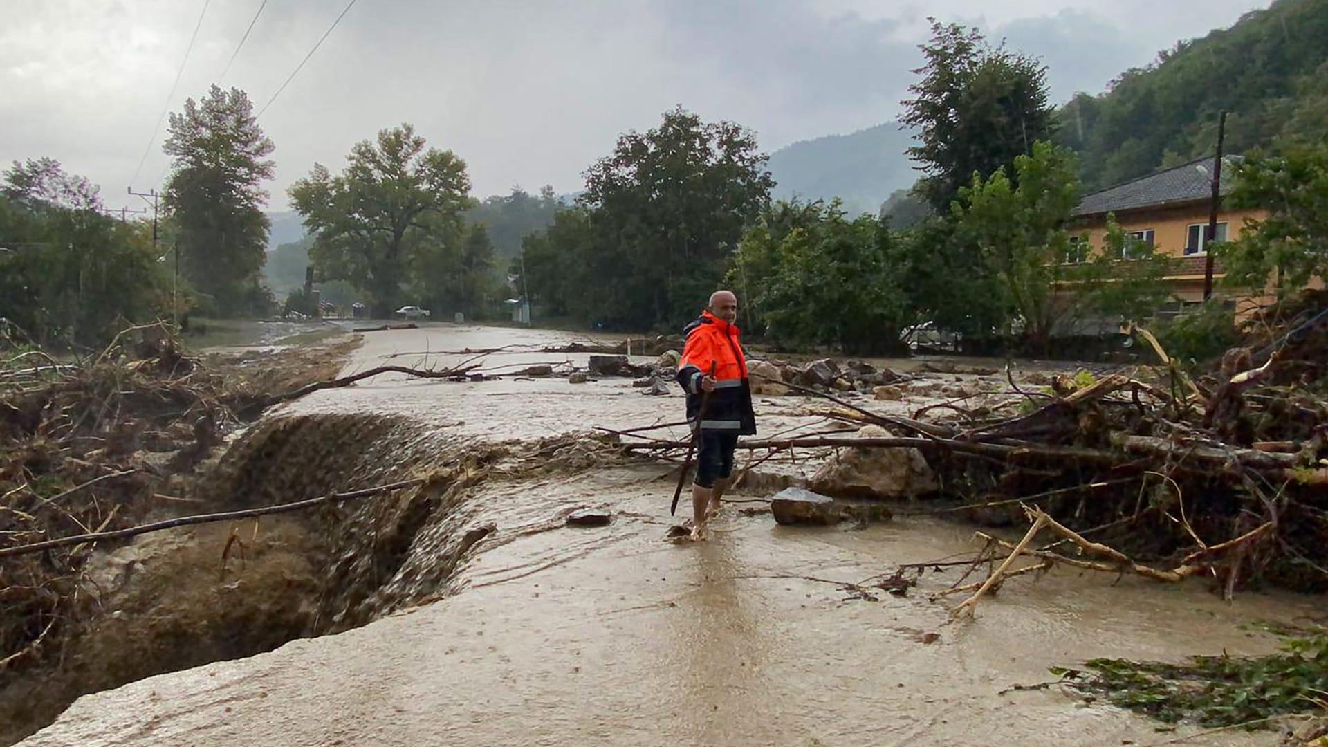 بعد حرائق الغابات جنوبًا.. فيضانات شمال تركيا تودي بحياة 6 أشخاص على الأقل