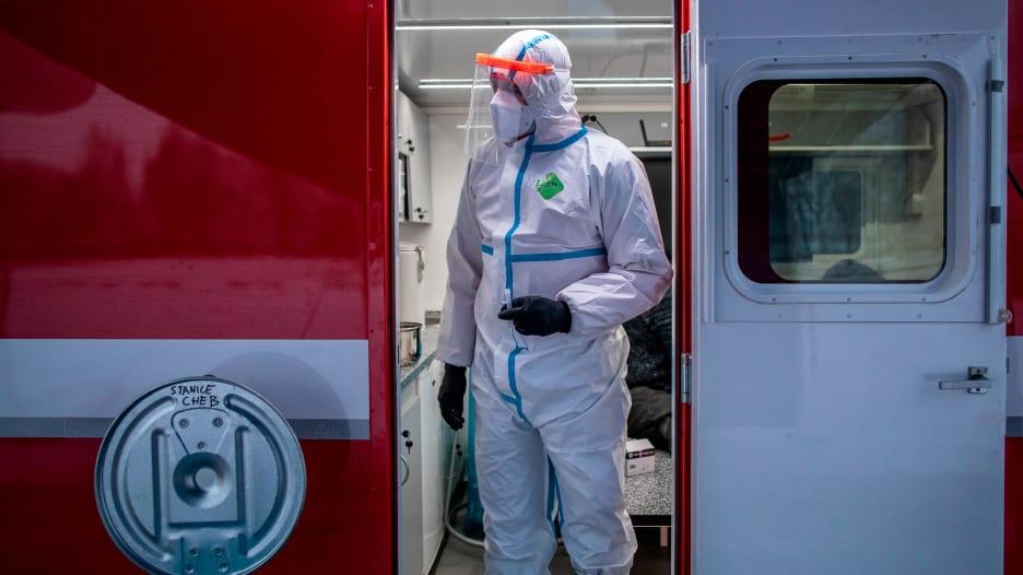 لهذه الأسباب لن تنتهي جائحة فيروس كورونا حتى عام 2024