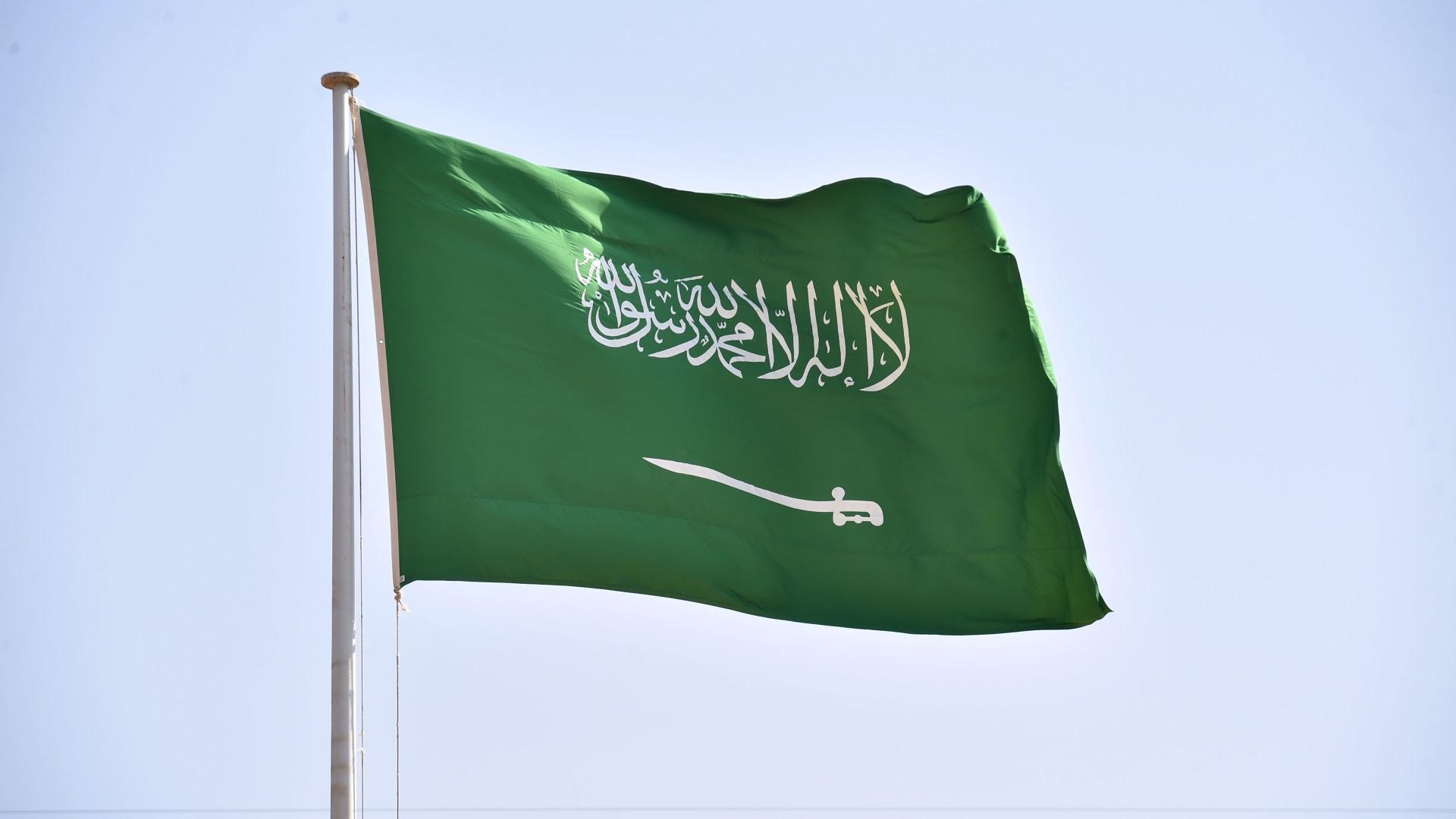 """سعد الجبري """"هارب من العدالة"""".. أمير سعودي يعلق على حديث المستشار الأمني السابق"""