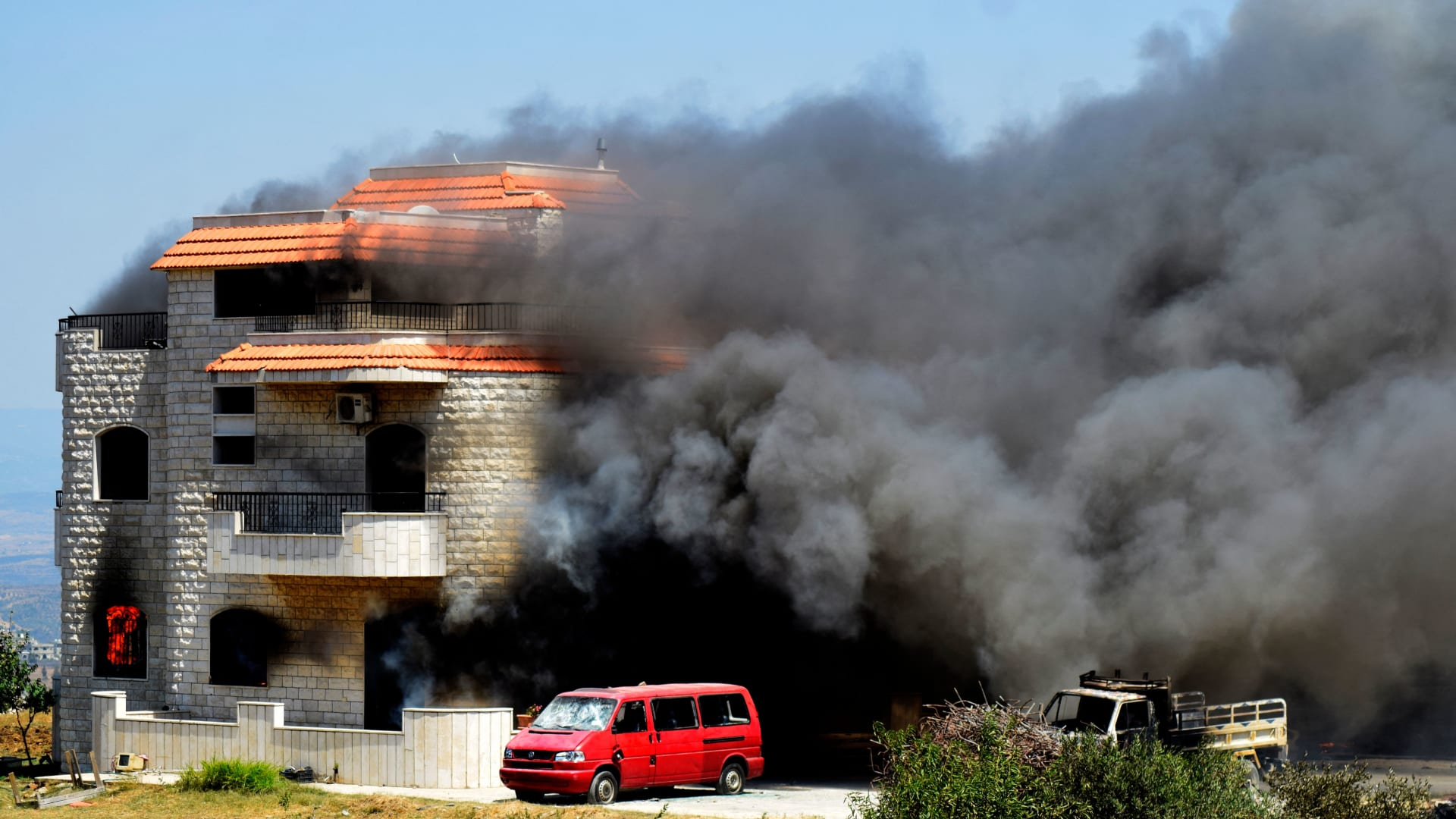 اللحظات الأولى بعد انفجار صهريج وقود في عكار بلبنان