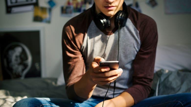 """""""مثل القمار"""".. كيف تؤثر وسائل التواصل الاجتماعي على دماغ المراهق؟"""