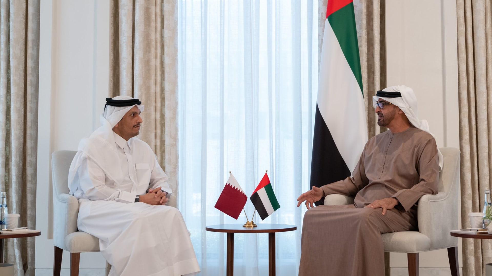 محمد بن زايد يستقبل وزير خارجية قطر