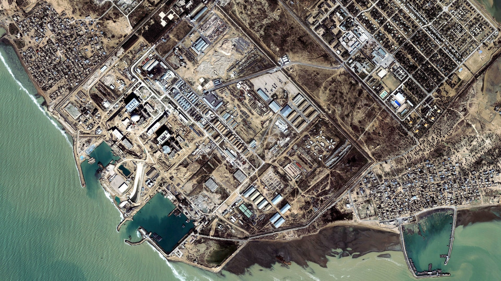 صورة أرشيفية جوية من منطقة بوشهر التي تضم مفاعل بوشهر الإيراني النووي
