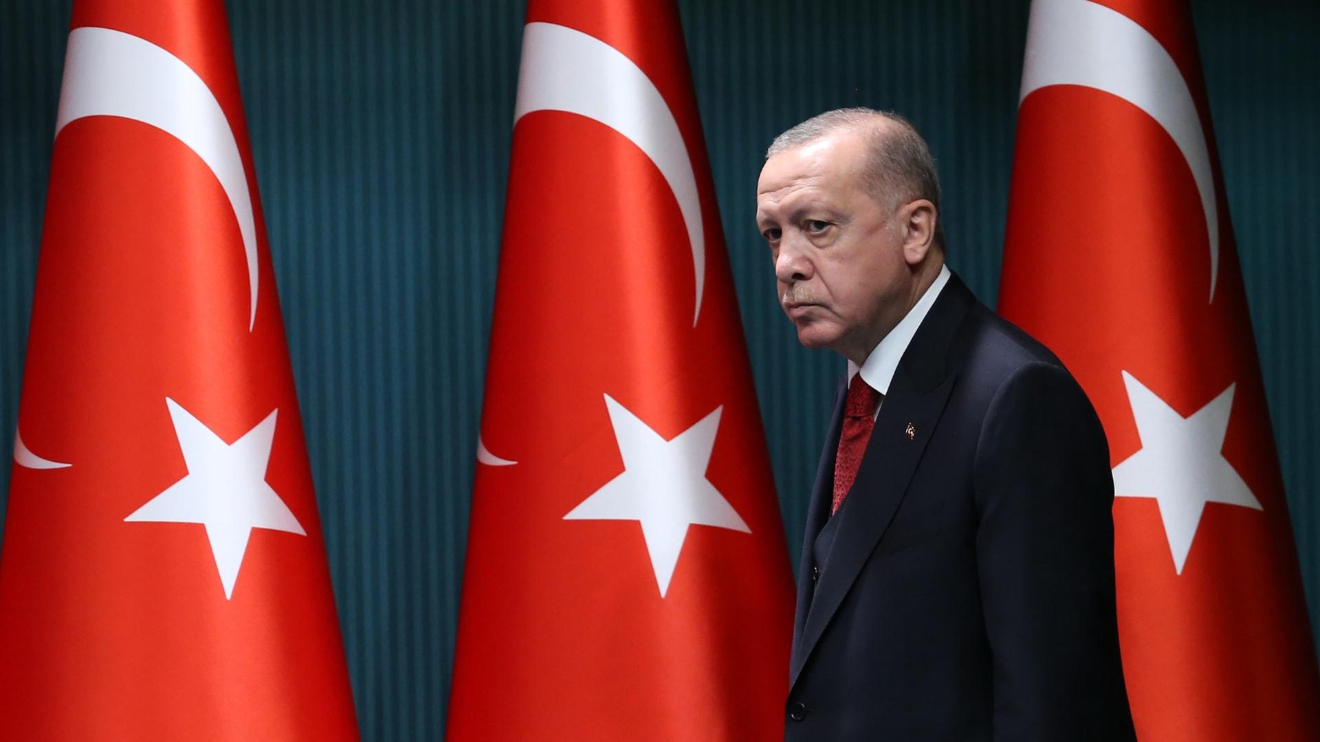 """مدير الاتصال بالرئاسة التركية يرد على أنباء عن """"مرض أردوغان"""" thumbnail"""