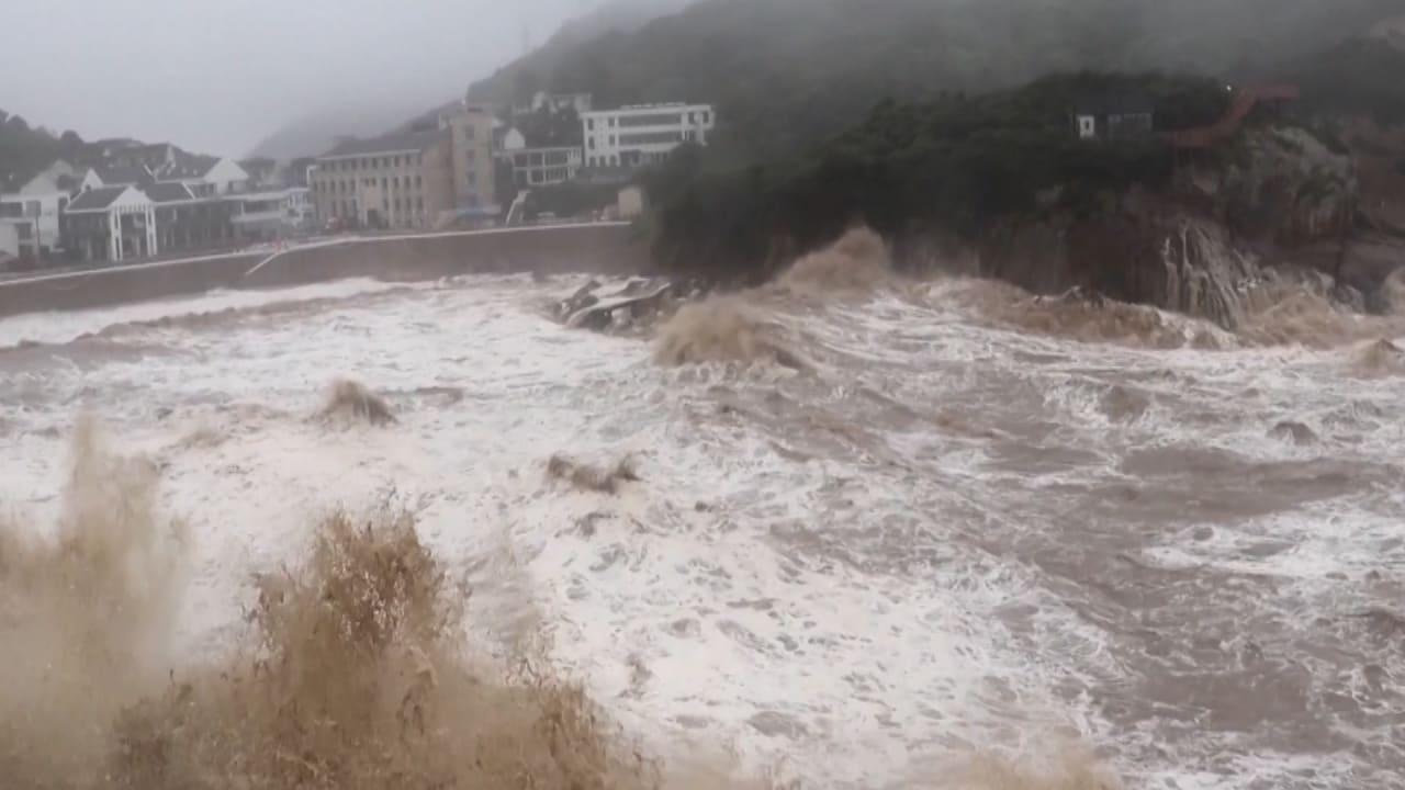 """عطل حياة الناس.. إعصار """"إن فا"""" يضرب الصين مرة أخرى"""