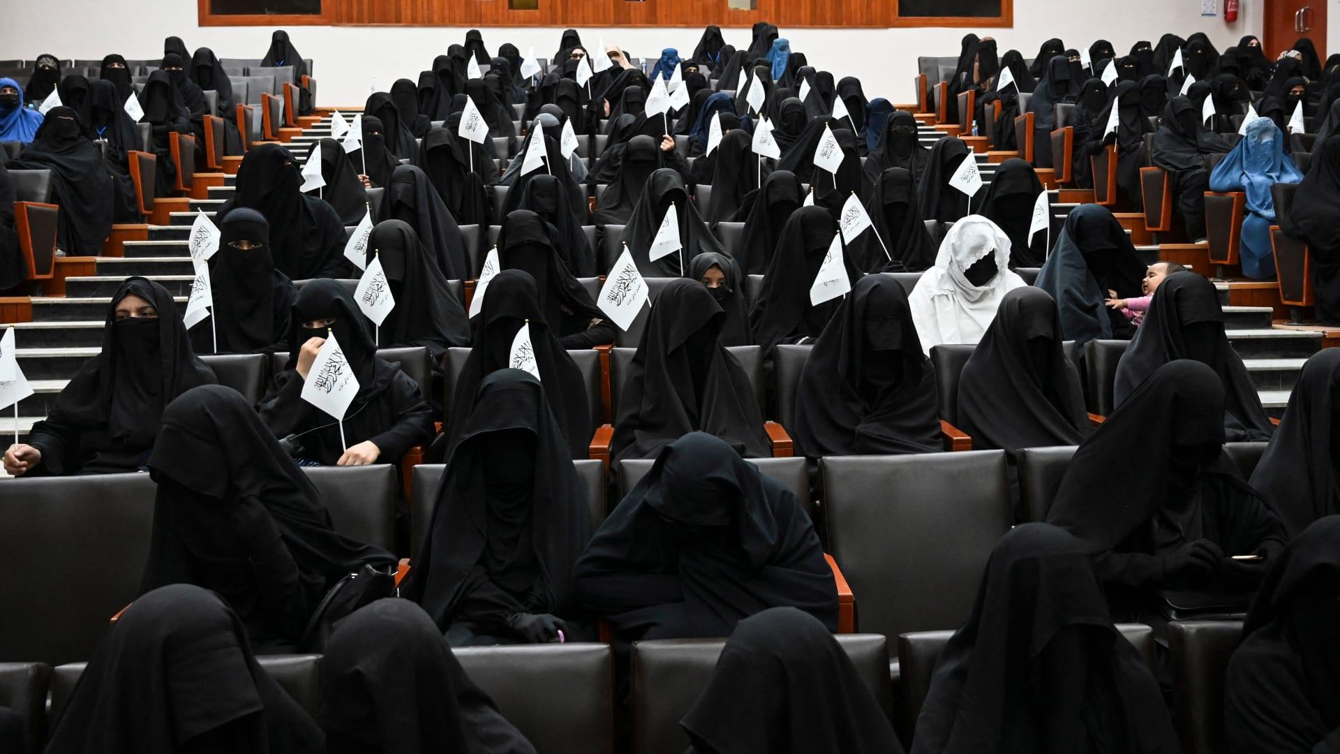 """طالبان تمنع النساء من الدراسة والتدريس في جامعة كابول: """"الإسلام أولًا"""""""