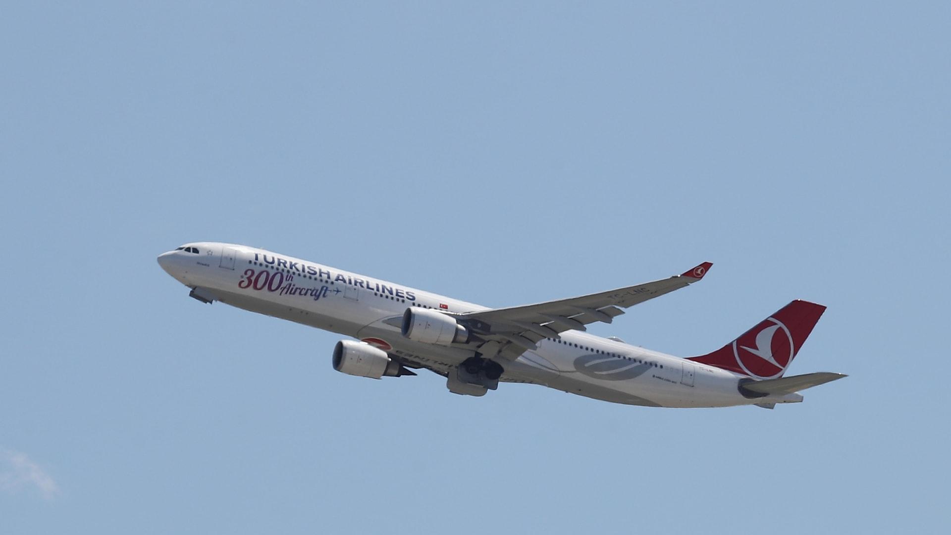 طائرة إيرباص A330 تديرها الخطوط الجوية التركية من مطار جون كنيدي في 24 أغسطس 2019 في حي كوينز بمدينة نيويورك