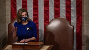 الكونغرس يستأنف والمتظاهرون يتركون رسالة على طاولة نانسي بيلوسي.. ماذا قالت؟