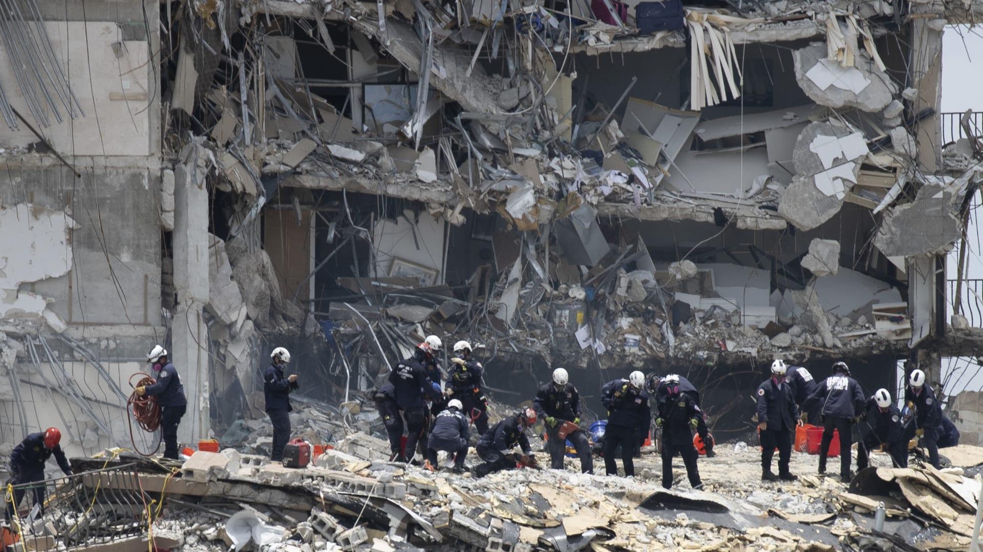شاهد.. لحظة انهيار مبنى سكني في فلوريدا