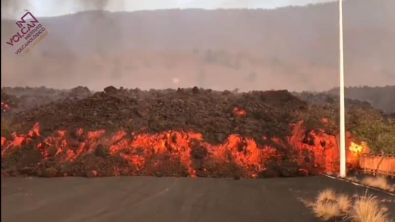 كتل من حمم بركانية بحجم مبان تتدفق من بركان لابالما في جزر الكناري