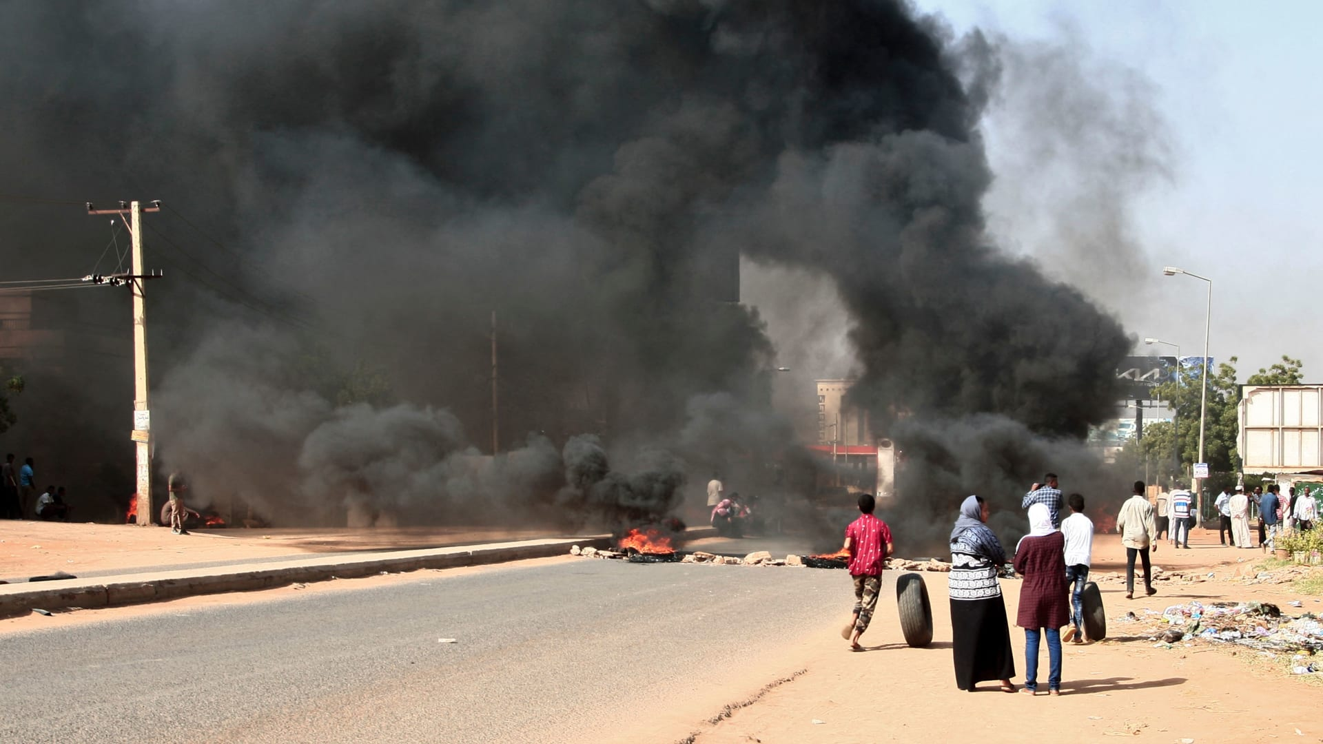 السودان.. القوى المدنية تدعو إلى عصيان مدني لمواجهة الانقلاب العسكري
