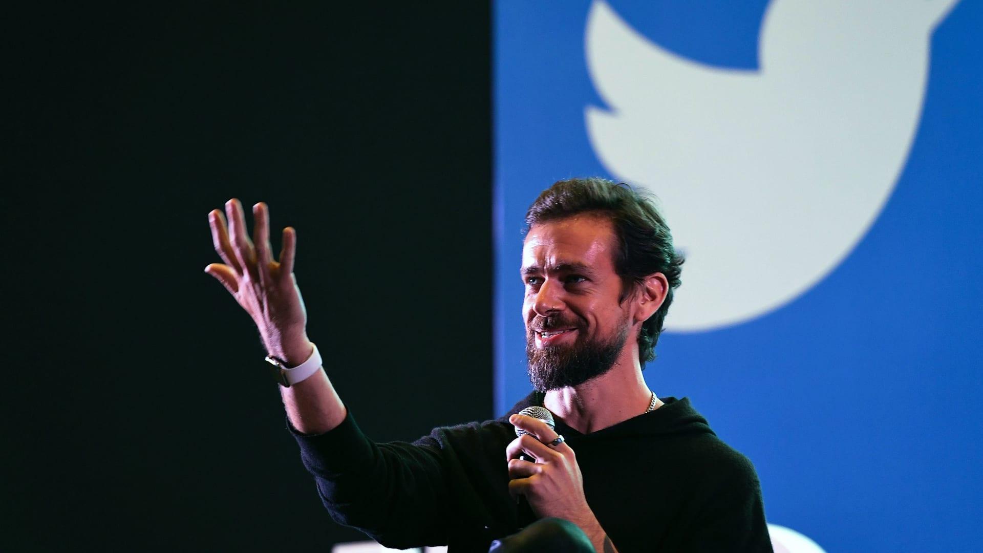 """بعروض بلغت 2.5 مليون دولار.. مؤسس """"تويتر"""" يعرض أقدم تغريدة على المنصة للبيع"""