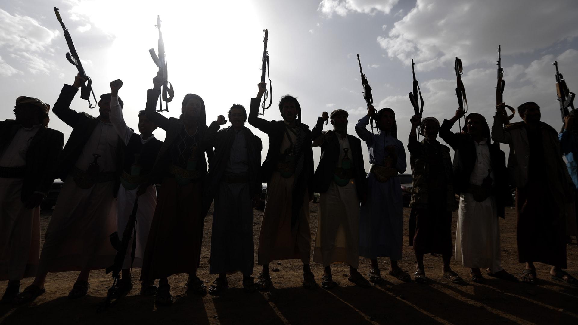 """الحوثيون يقيمون تشييعا حاشدا لـ""""قتيل سعودي"""" حارب معهم ويصفونه بـ""""المجاهد"""""""