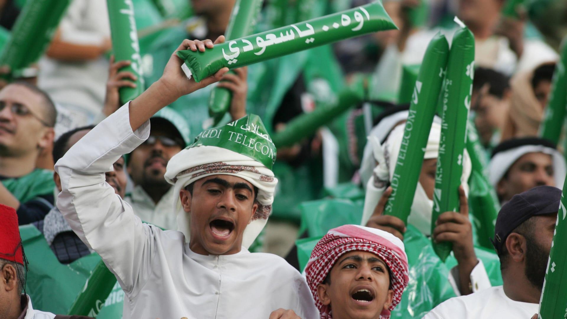 """السعودية.. الإعلان عن عودة الجماهير """"المحصنين"""" إلى الملاعب ابتداء من مواجهة المنتخب الفلسطيني"""