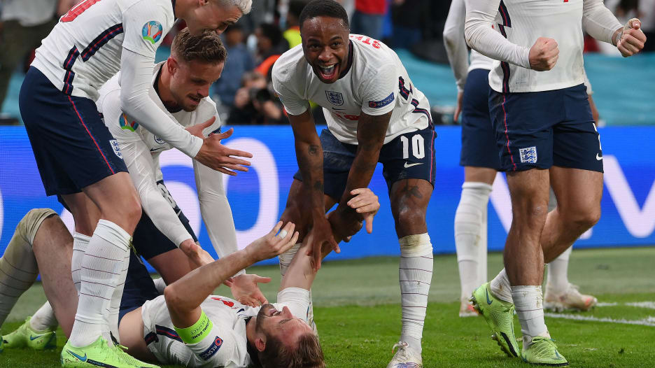 إنجلترا تكسر جدار شمايكل.. وفيتو غريب على لاعب الدنمارك