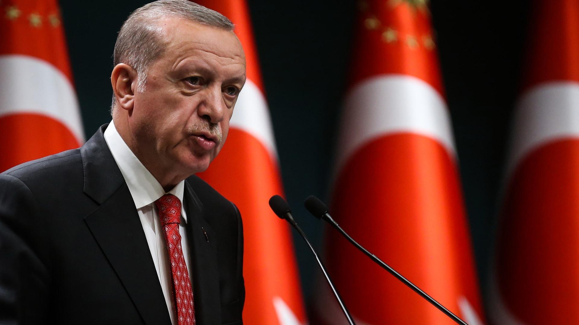 """بعد بيان لضباط متقاعدين.. أردوغان: يحمل تلميحات """"انقلابية"""" ويهدد الدستور"""