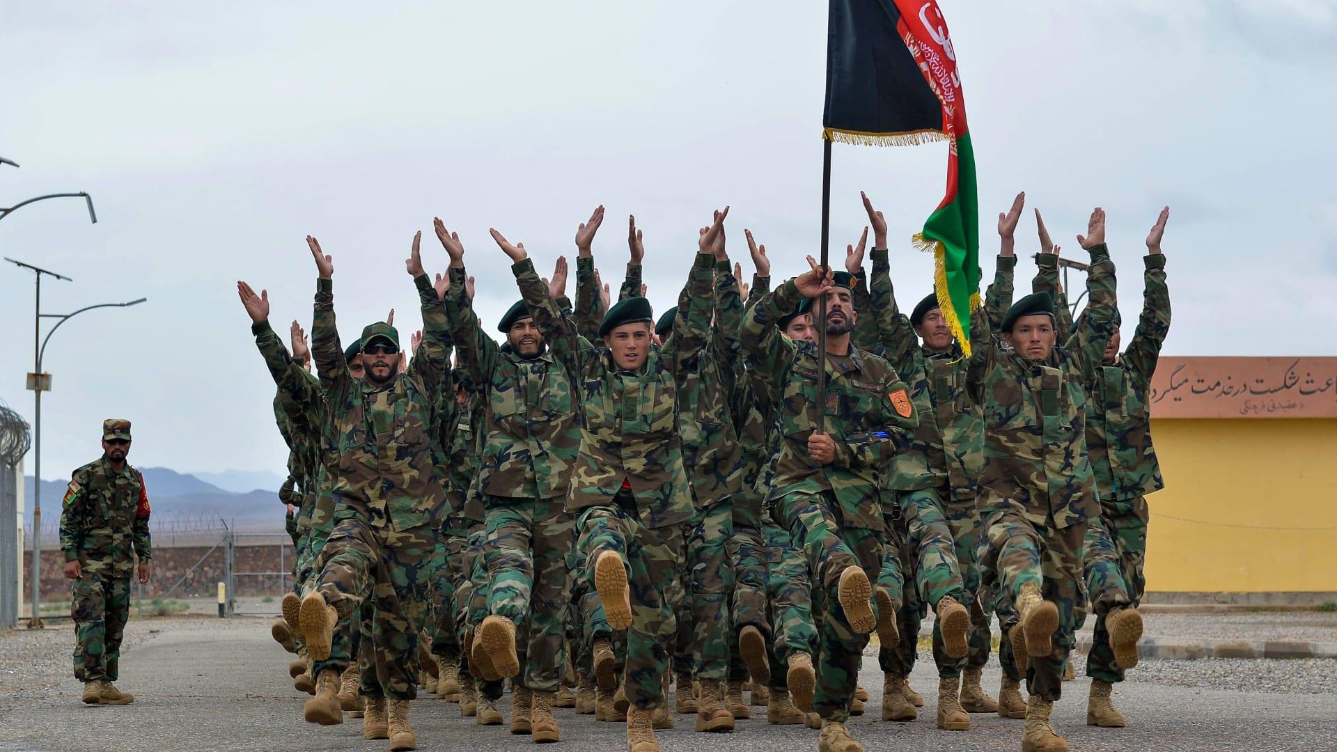 صورة لعناصر بالجيش الوطني الأفغاني خلال مراسم في مايو 2021