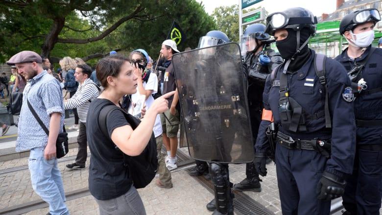 لماذا يحتج الفرنسيون ضد لقاح كورونا؟.. هكذا رد الشعب