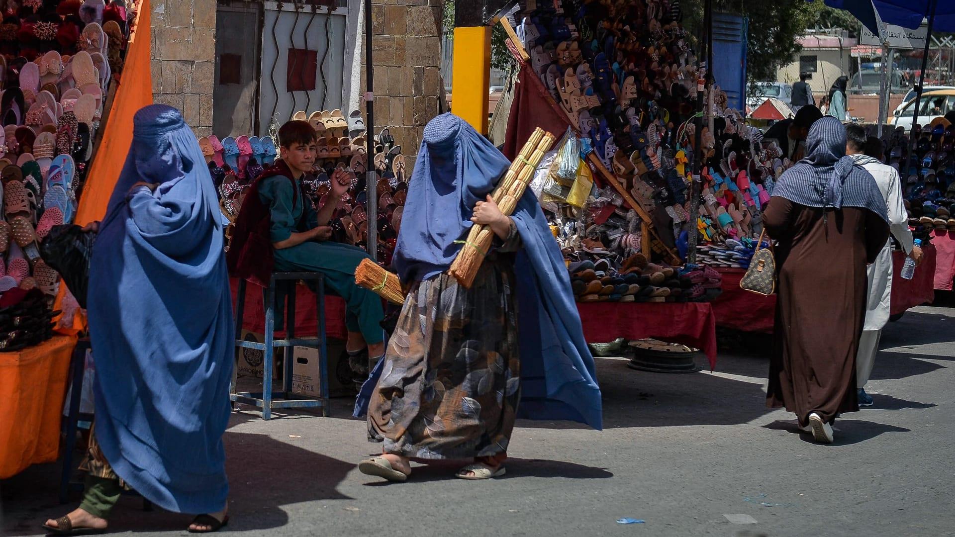 مغنية أفغانية واجهت طالبان أثناء الفرار: كنت أرتجف واعتقدت أنها نهايتي