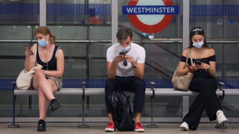 ما هي الخطوات الخاطئة التي اتخذتها المملكة المتحدة في مكافحتها ضد فيروس كورونا؟