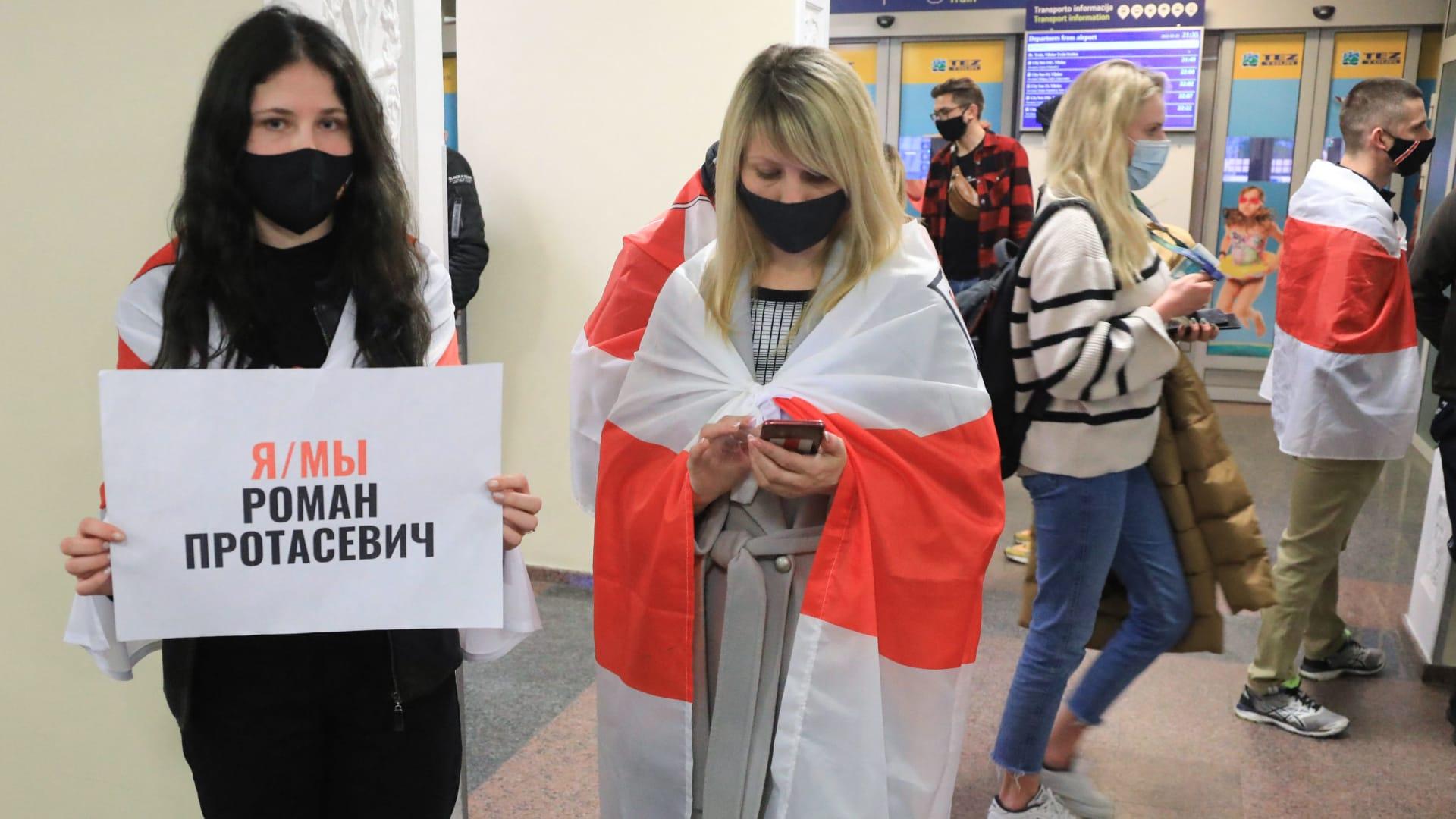 مقاطع مسربة من داخل مراكز شرطة ببيلاروسيا.. وحشية وضرب واغتصاب بالهراوات