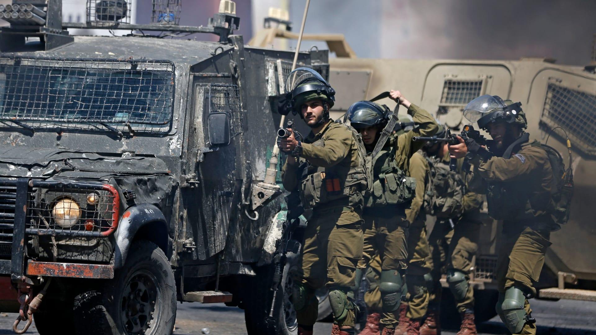 مقتل 7 فلسطينيين بالضفة.. وارتفاع عدد قتلى غزة إلى 122 بينهم 31 طفلاً