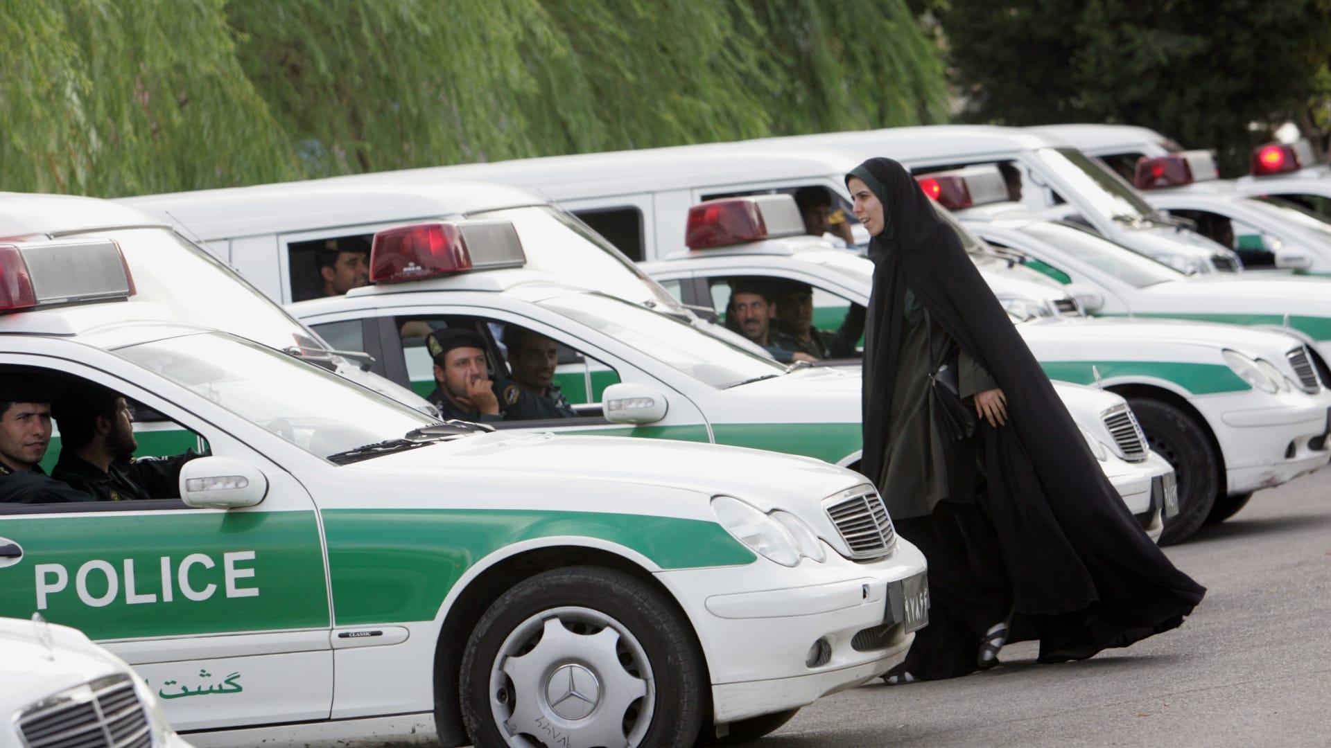 صورة أرشيفي لعناصر من الشرطة الإيرانية