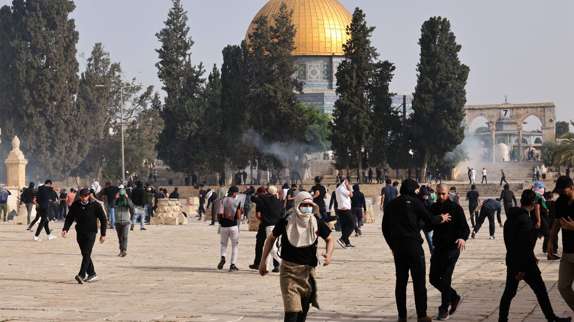 شاهد رد فعل إسرائيليين في مسيرة لحظة إنطلاق صافرات الإنذار في القدس