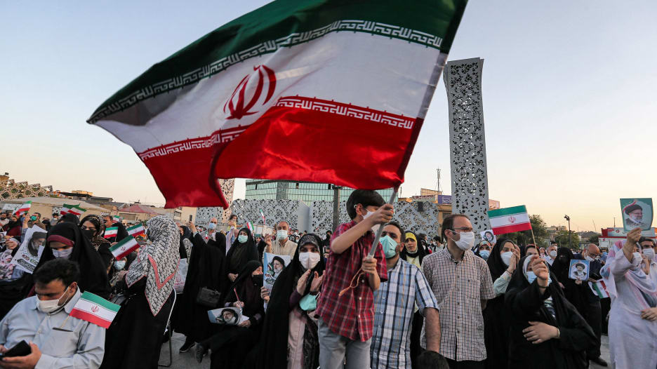 مشاهد من احتفالات بفوز إبراهيم رئيسي في الانتخابات الرئاسية الإيرانية