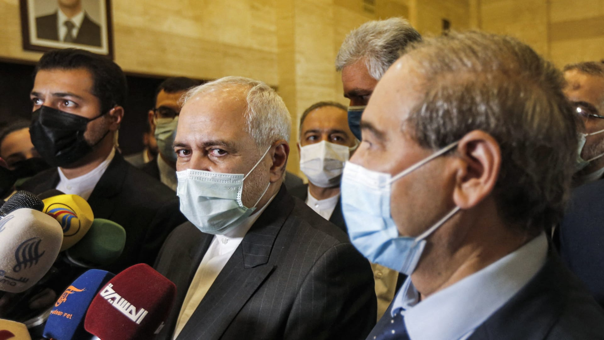 """ظريف يعلن عزم إيران افتتاح قنصلية في حلب ويتحدث عن """"علاقات وثيقة"""" مع السعودية"""