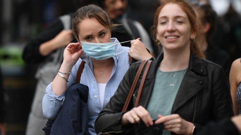 """علماء يحذرون: المملكة المتحدة تخاطر بأن تصبح """"مصنعًا للمتغيرات"""" بعد إزالة جميع قيود فيروس كورونا"""