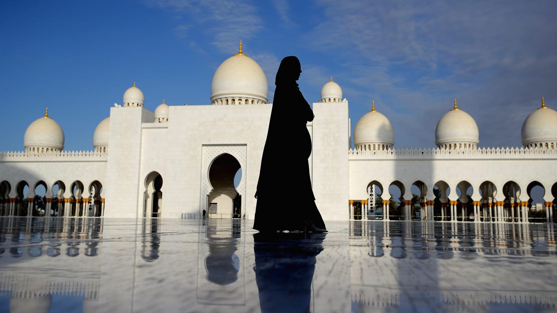 الإمارات تفرض تعيين امرأة واحدة على الأقل في مجلس إدارة الشركات المدرجة