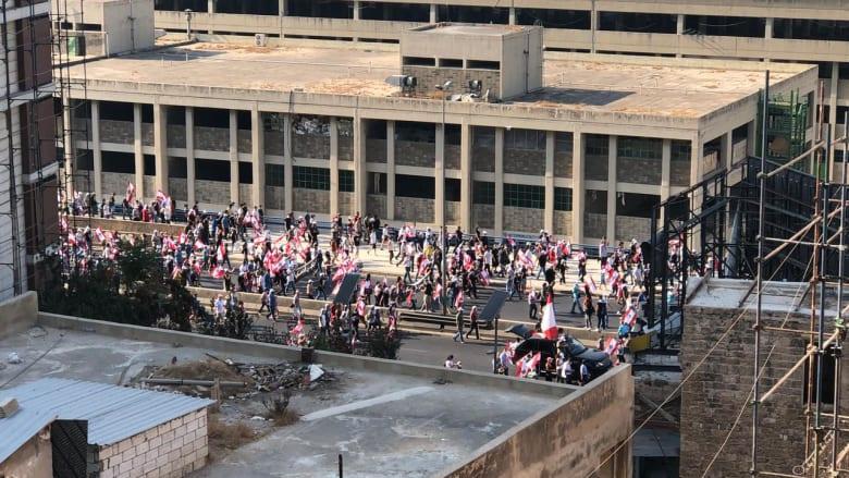 في ذكرى الانفجار.. آلاف اللبنانيين يزحفون نحو المرفأ ويطالبون برفع الحصانة عن الساسة