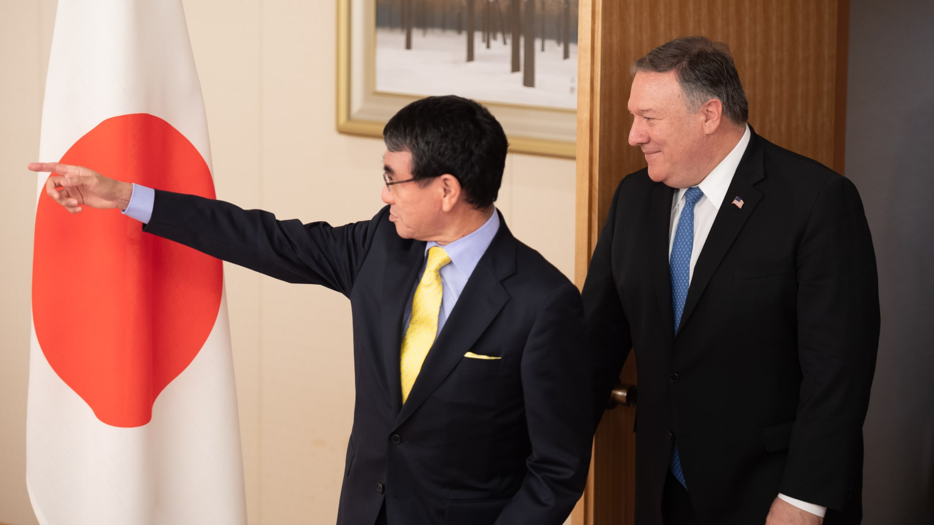 الخارجية الأمريكية تحقق في اختفاء زجاجة ويسكي يابانية.. وبومبيو: كلام مجنون