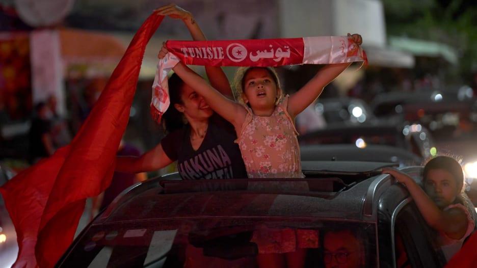 لا يمكنك أن تأكل ديمقراطية.. تونس بداية الربيع العربي ونهايته المحتملة