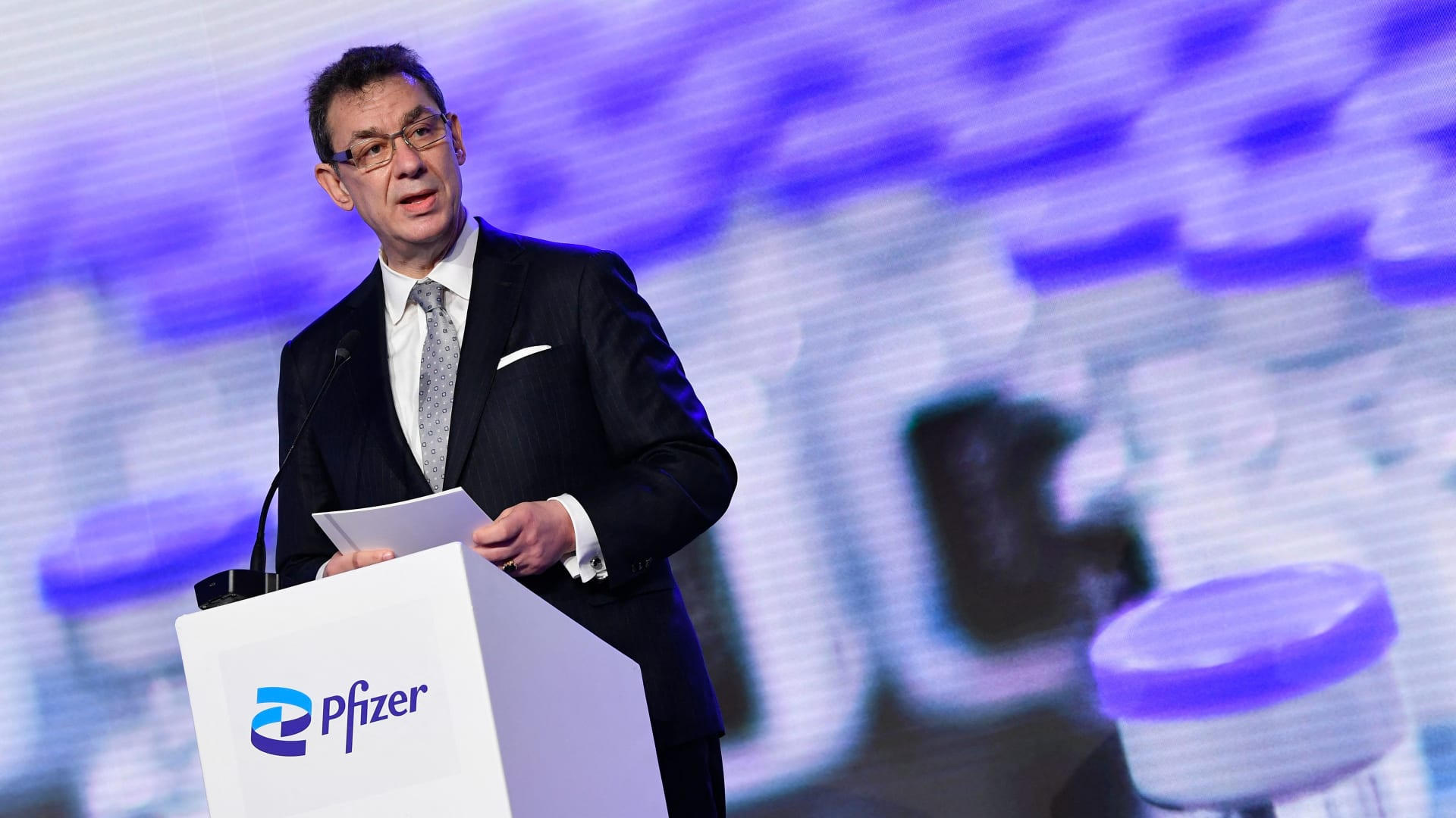 """رئيس """"فايزر"""" التنفيذي: أقراص علاج كورونا قد تكون جاهزة بحلول نهاية العام"""