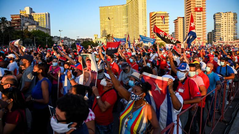 بعد احتجاجات مدوية.. مسيرة مؤيدة للحكومة في كوبا بحضور راؤول كاسترو ورئيس البلاد