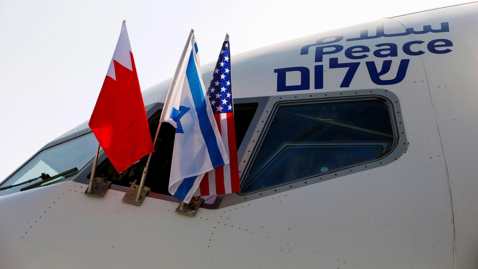أول سفير للبحرين في تل أبيب يفرد بثلاث لغات.. وإسرائيل ترحب به