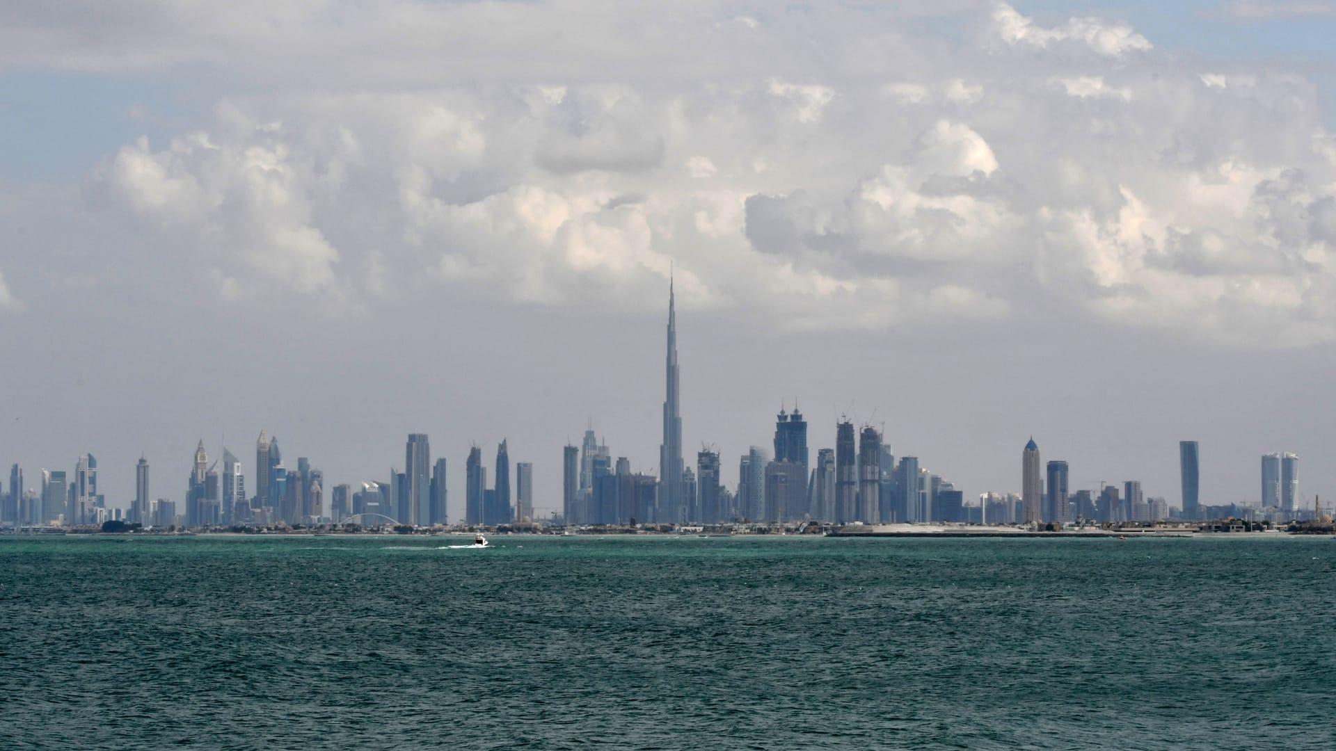 دبي تنفي إصدار تصاريح للمقامرة: شائعات لا أساس لها من الصحة
