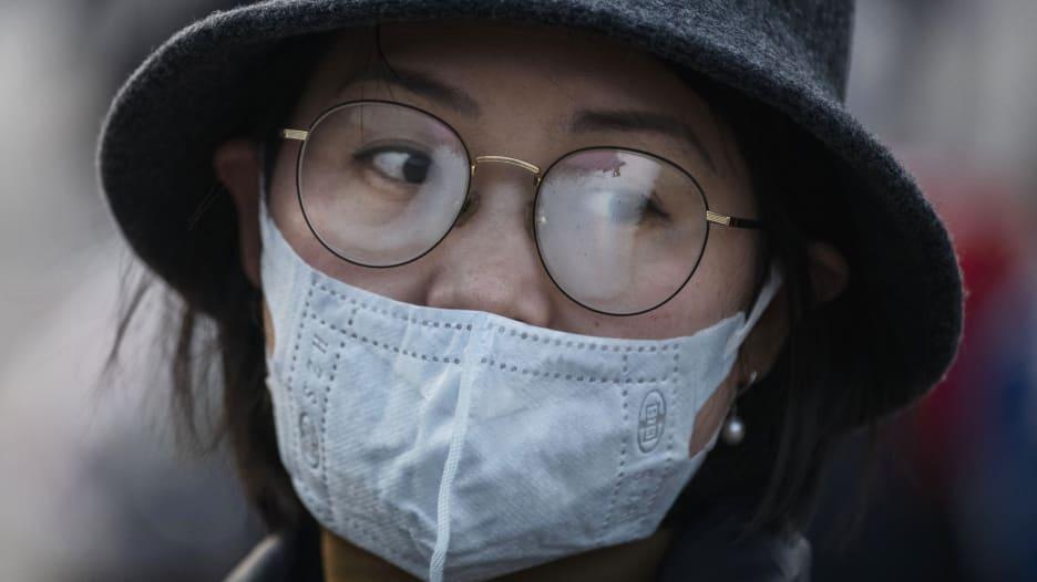 كيف تمنع ضباب النظارات الذي تسببه الكمامات؟