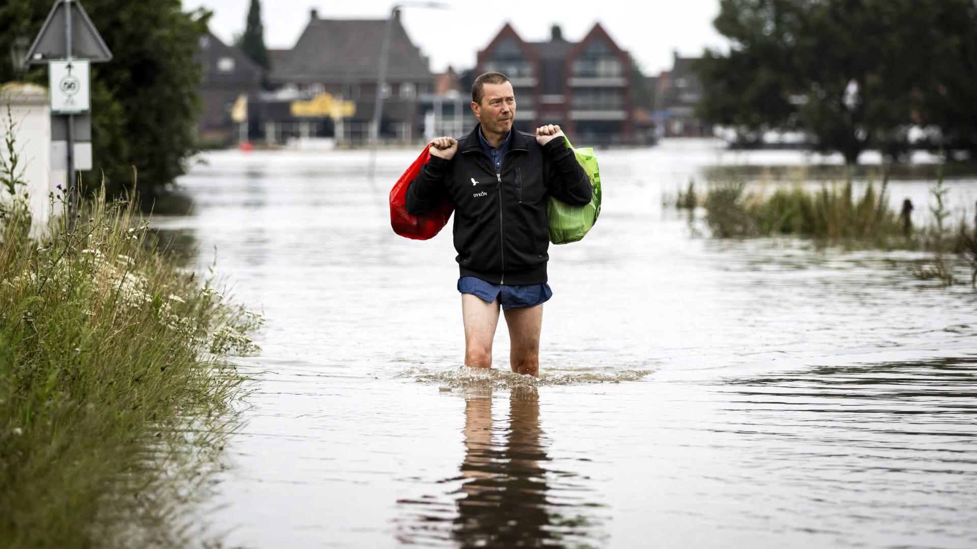 """طائرة """"درون"""" ترصد الدمار الذي خلفته الفيضانات في ألمانيا"""