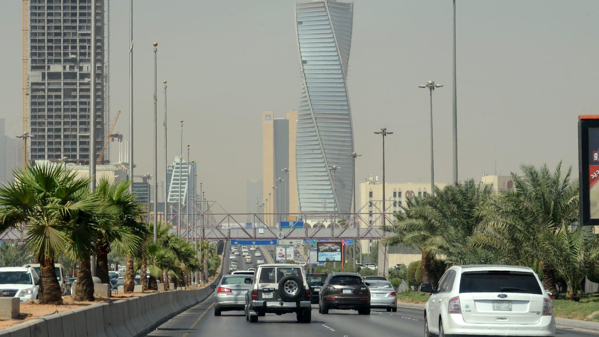 في السعودية.. انكماش الناتج المحلي 3.3٪ بالربع الأول والقطاع غير النفطي ينمو لأول مرة منذ كورونا